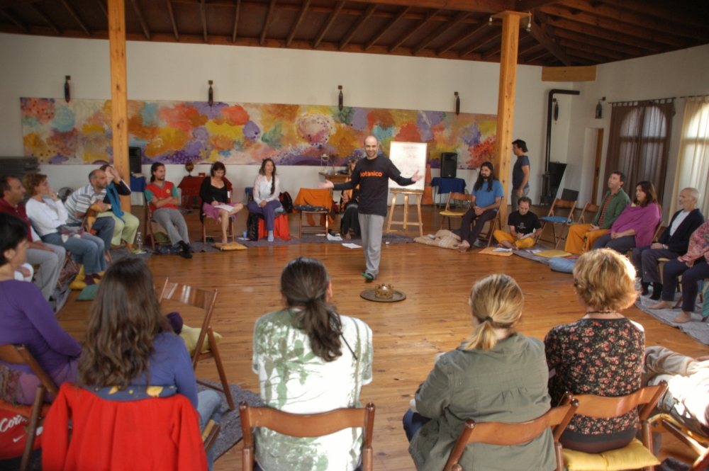 Forum presenter sharing in the center of group
